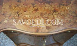 Dettaglio coperchio della Credenza intarsiata in Stile Olandese