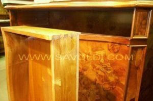 Dettaglio cassetto della Credenza intarsiata in Stile Olandese