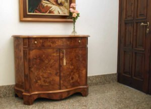 Credenza Imperiale con intarsi Floreali su Radica di Noce Stile Olandese