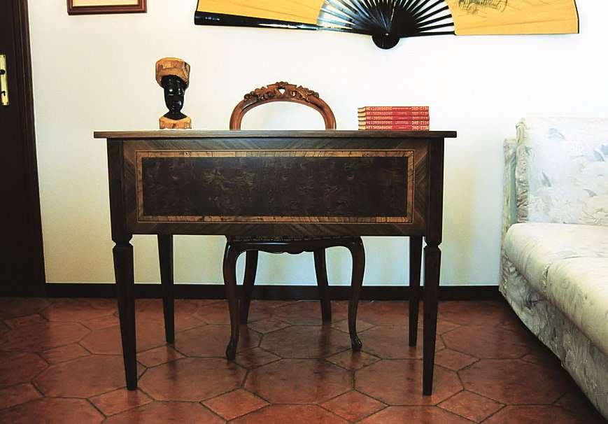 Scrivania Gran Principe in Stile Maggiolini a cinque cassetti