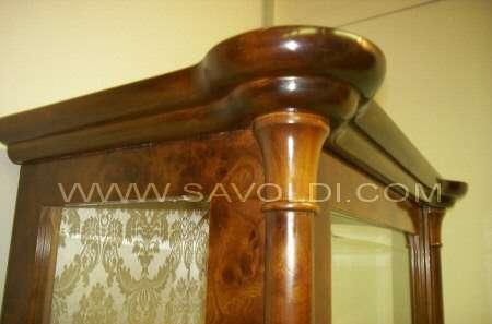 Vetrina Luxury Stile Liberty a due Colonne in Radica di Olmo