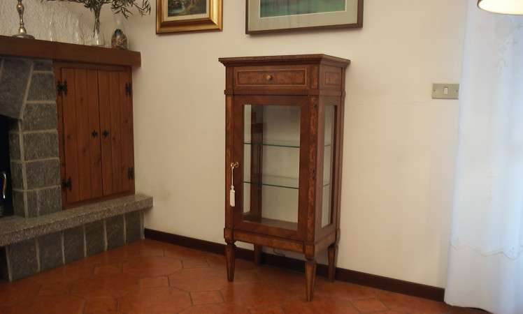 Vetrinetta Arciducale in Stile Giuseppe Maggiolini in Radica e Noce